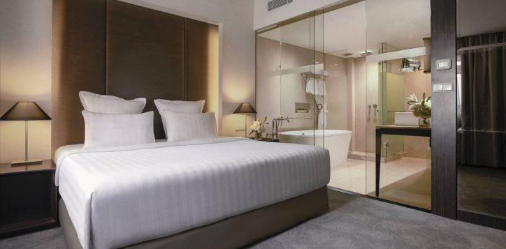 deluxe-apartment-bedroom-2
