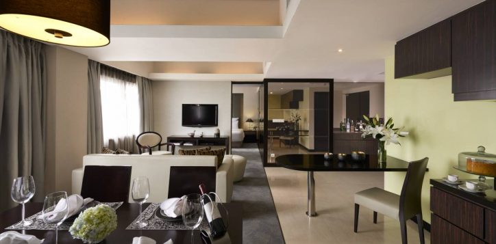 deluxe-apartment-dining-room-2