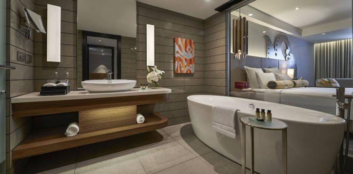 grand-deluxe-bathroom1-2