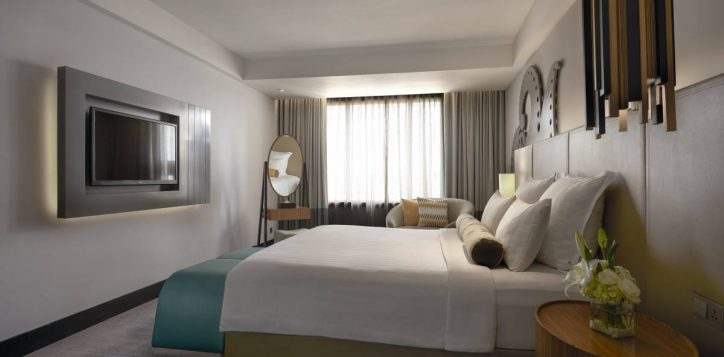 grand-deluxe-executive-suite-bedroom-2