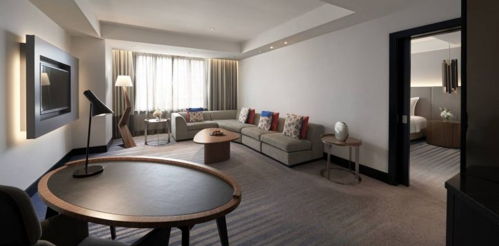 grand-deluxe-executive-suite-living-room-2