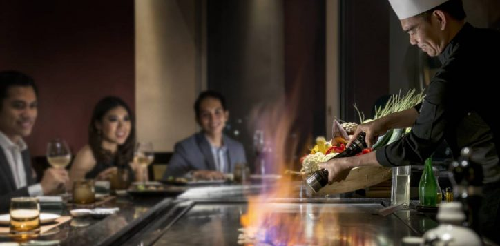 kahyangan-teppanyaki-chef-in-action-2