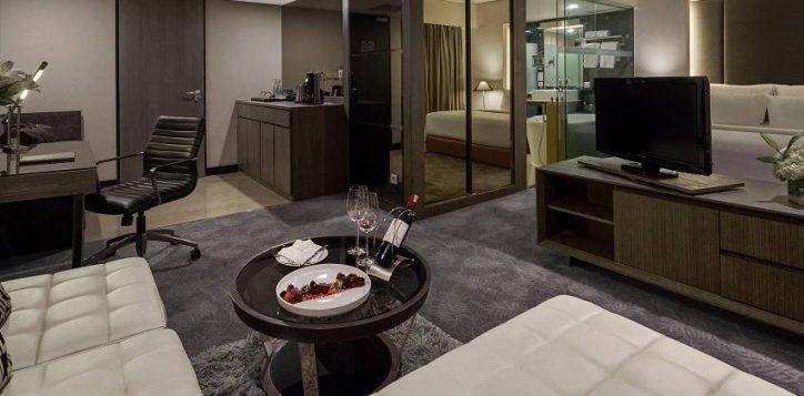 deluxe-king-living-room-2-2